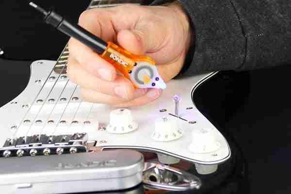Using bondic to fix your guitar