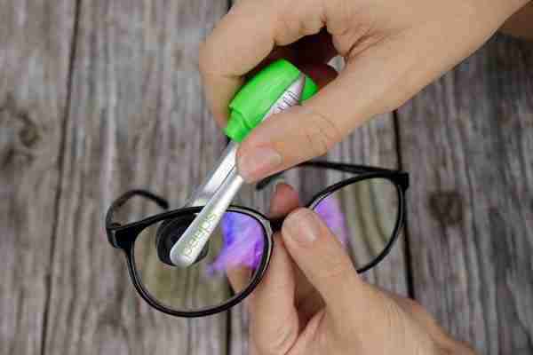 peeps glass cleaner cleaning glasses